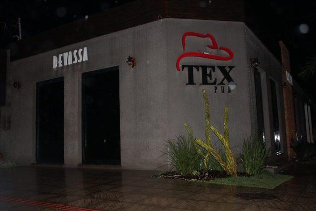 Fachada do Tex Pub deixa claro o clima sertanejo do ambiente (Equipe Pausas)